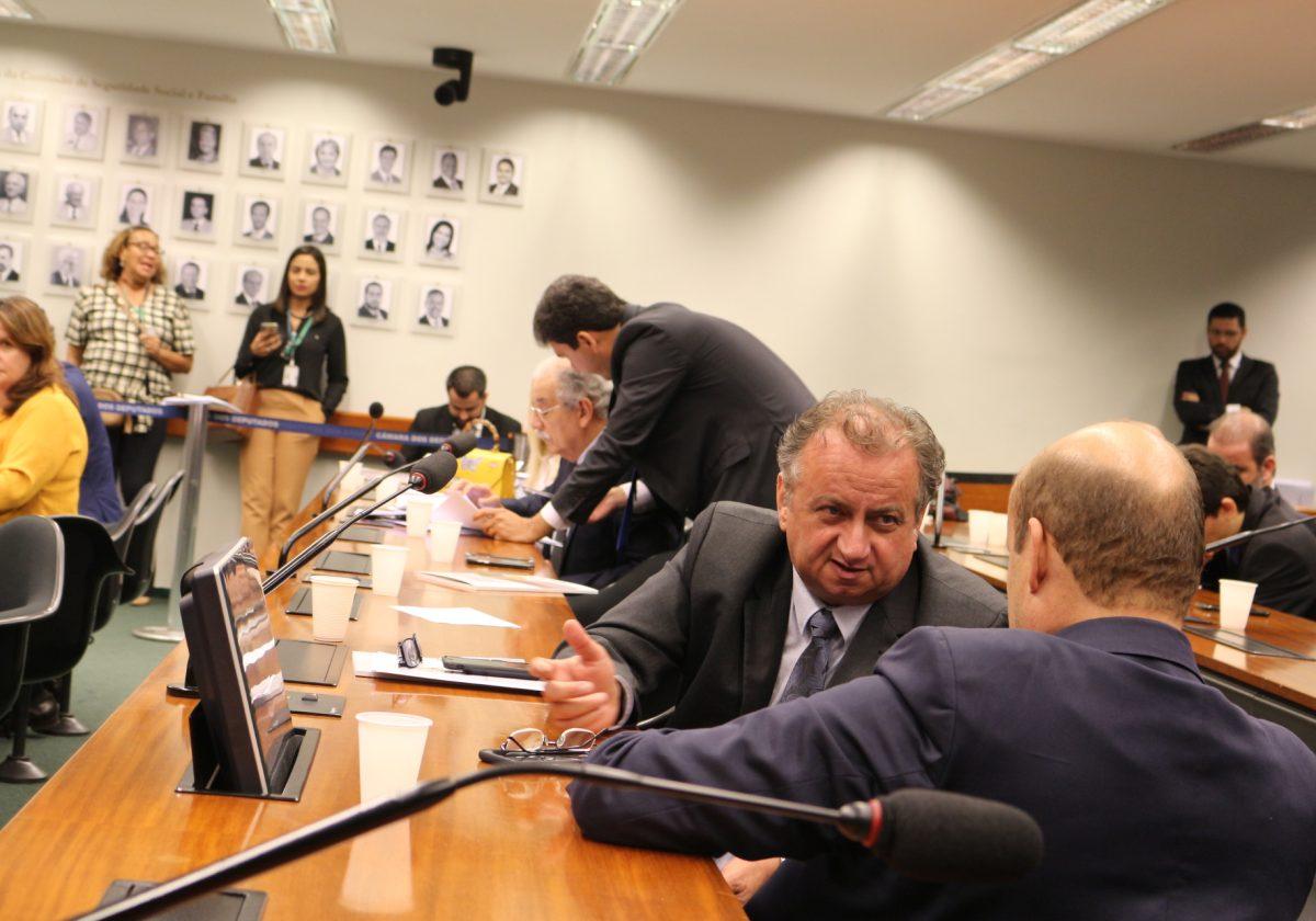 Miguel defende a ampliação da reforma administrativa para a classe política
